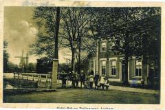 Hotel Bak aan de Stationsweg (nu Prins Bernhardweg) met Berkel Watermolentak, ansichtkaart rond 1915