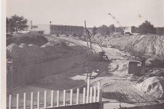 Overloopstuw naar het Twentekanaal in aanleg, jaren 60, achtergrond TKF