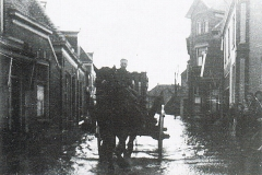 Overstroming Eibergen 1946: Grotestraat Gemeentehuis