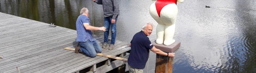 De Nederlandse Badendes staan weer op hun plek