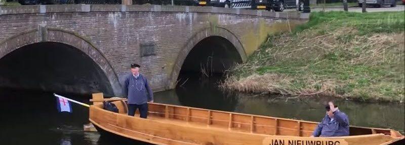 """De nieuwe """"Jan Nieuwburg"""" te water gelaten op de Berkel in Zutphen"""