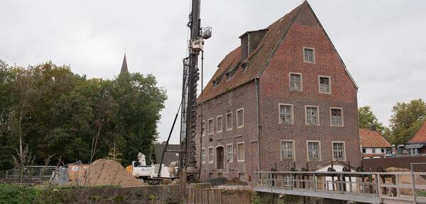 Stadtlohn: Treppenturm Berkelmühle steht auf Betonpfählen